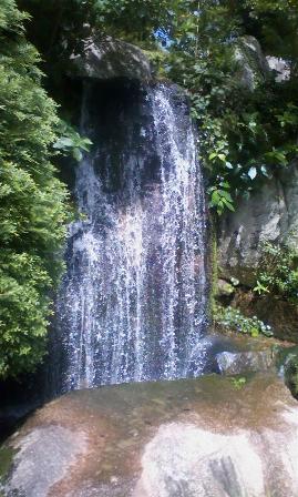 毛利庭園 滝アップ