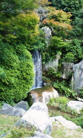 毛利庭園 滝2