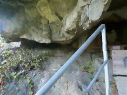 地蔵岩の隙間