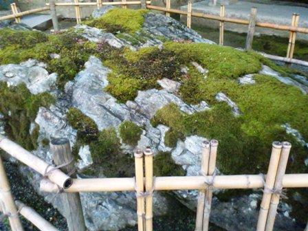 吉備津神社 矢置岩