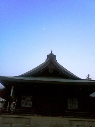 吉備津彦神社 白い月