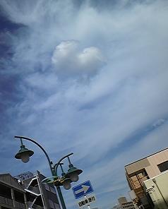 ハートに見える雲