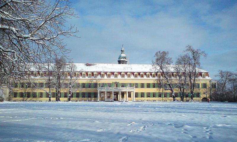 800px-Schloss_SDH_Westflügel
