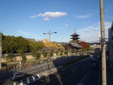 京騒戯画東寺歩道橋