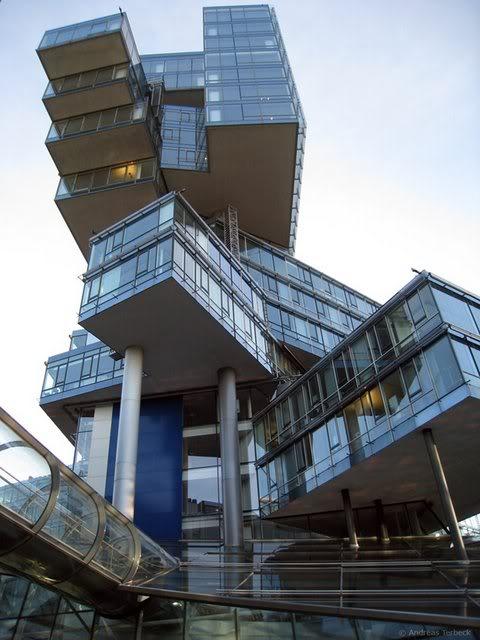 おもしろい建物S a.aaa
