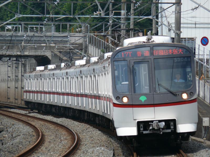 都営5300系 5304編成(北総線 松飛台駅にて)