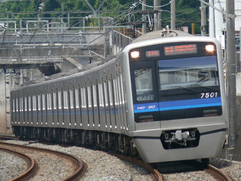 北総7500系 7501編成(北総線 松飛台駅にて)
