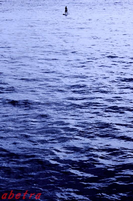 海面に立つ