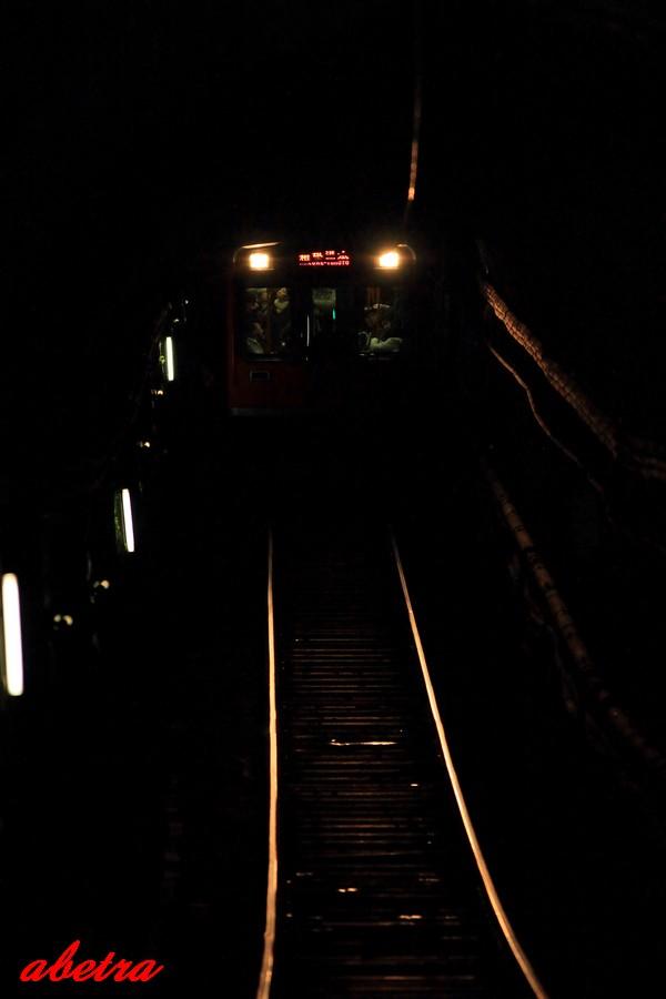 トンネルの奥から…