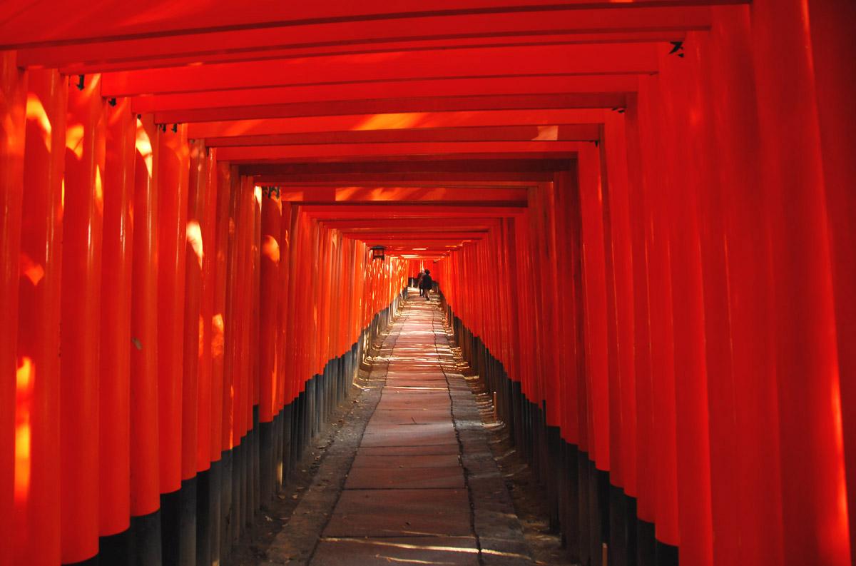 FushimiInari_Taisha_Corridor-of-Torii.jpg
