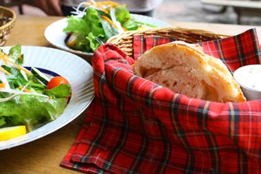 08パンとサラダ のコピー