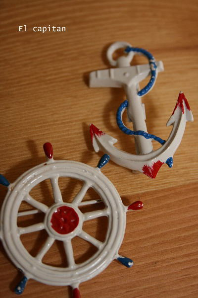 イカリと舵のカッコいいブローチ