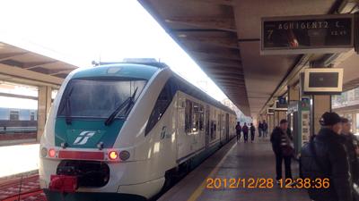 パレルモ中央駅アグリジェント行き列車