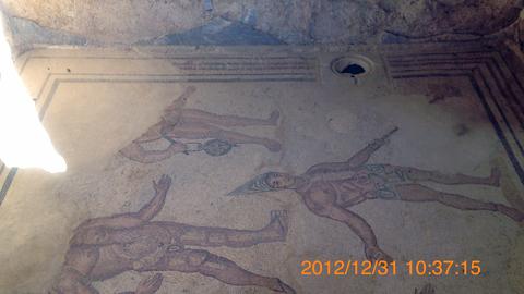 モザイクと排水溝?inカザーレのローマ離宮