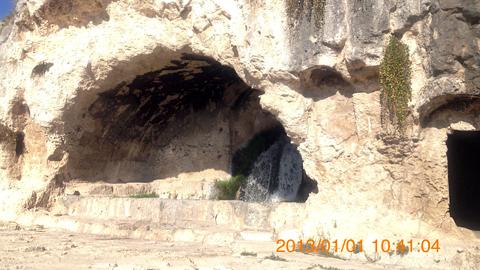 ネアポリ考古学公園劇場跡背後の穴inシラクーサ