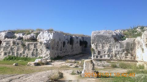 ネアポリ考古学公園劇場跡背後の西側inシラクーサ