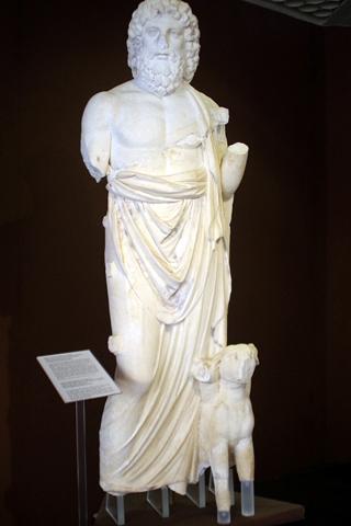 考古学博物館10ハーデス像inシラクーサ