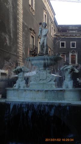 ドゥオーモ広場の噴水象じゃない方inカターニア