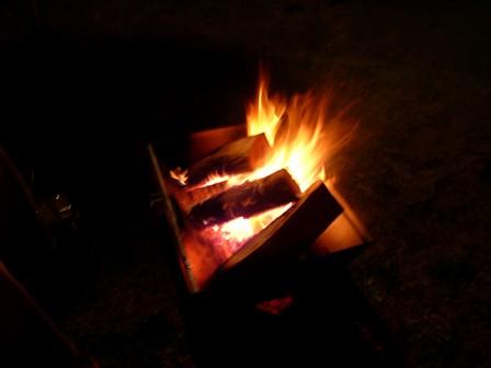 夜はやっぱり焚き火です