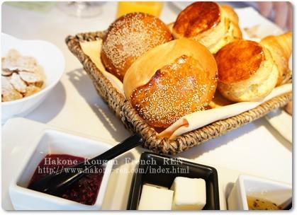自家製のパンが いっぱい