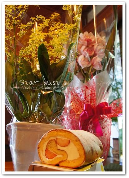 お花とロールケーキ