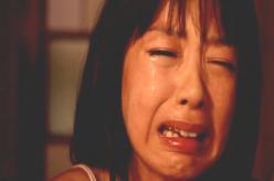 泣いている夏子