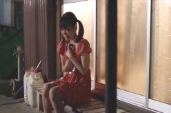 中川からのメールを見てケータイを抱きしめて泣く夏子