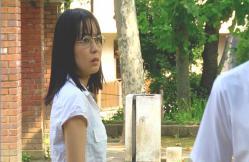 戸田が去っていくとだを見ているケイコ