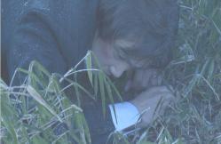 公園で倒れている進藤