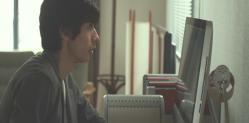 香奈がいなくなって香奈の机にあったディスクをPCで開く僕