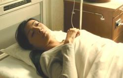 治療され、一夜明けて目を醒ました折井