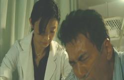 江木に注射を打つ折井医師