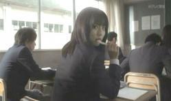 振り向いて嘉郎を見る紗英