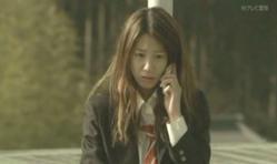 嘉山からの電話を受けている美由紀