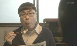 舌ををぺろぺろしている嘉郎の父