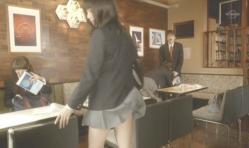舞い上がる紗英のスカート