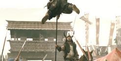 一番乗りした武者を槍で串差しにした柴崎和泉守
