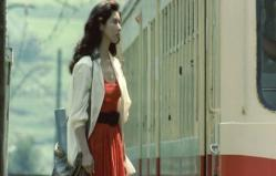 列車に乗って東京へ行く妙子