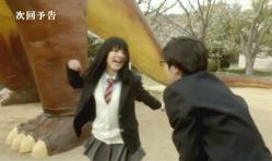 嘉郎にグーで殴ろうとしている紗英