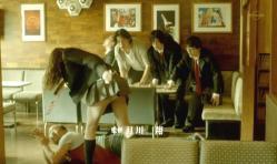 蹴りを入れて、美由紀のパンツを見ているテルさん