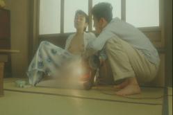 郷田は今度は電球で股間をグリグリ