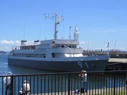 20100717江の島公園で自衛隊の船?