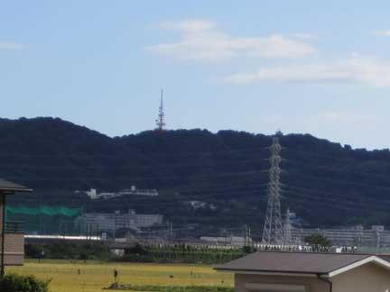 20100925金目川沿いから見る湘南平の鉄塔