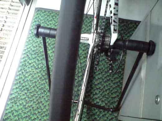 20110609DEFYのタイヤが■?