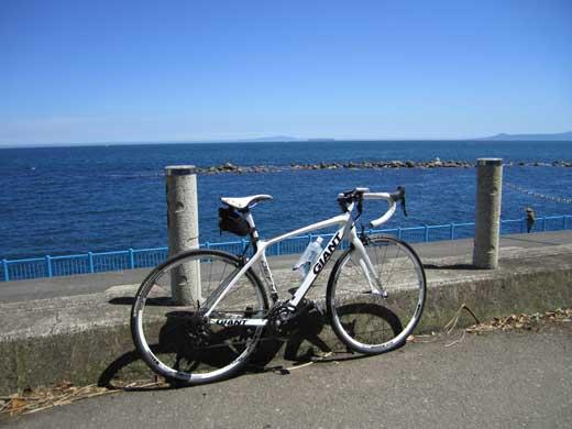 20110710湯河原の海岸で空と海とDEFYと