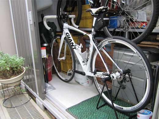 20110727専用ガレージ(?)のDEFY&ROCK5000