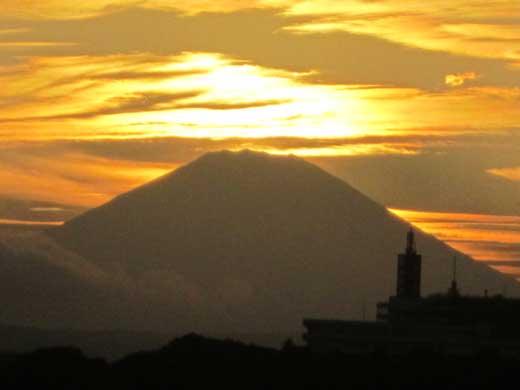 20110919富士山に太陽が隠れた