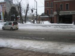 市役所付近の道路 かなりとけてきました