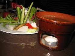 野菜をアンチョビソースで