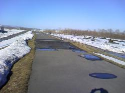 堤防の雪解けも進んできました(^^)